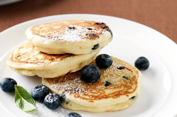 blueberry-and-vanilla-pancakes-lower sugar healthy snacks