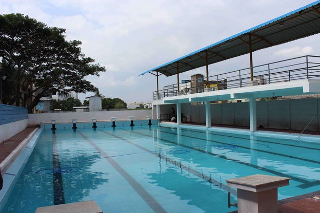 waves swimming academy