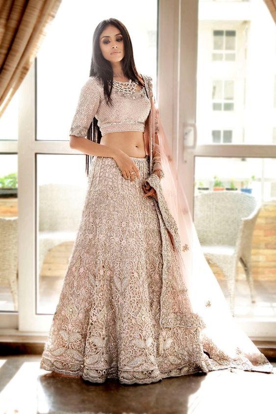 bridal dress : men looks thinner girl