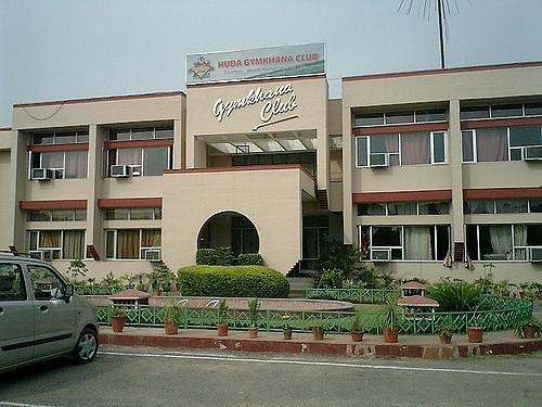 huda gymkhana club : gurgaon swimming pool