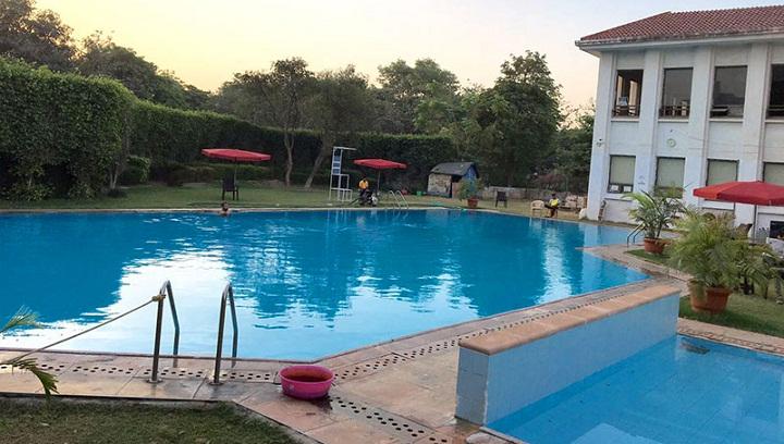 malibu town : gurgaon swimming pool